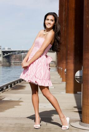 Rosa klänning med randigt mönster